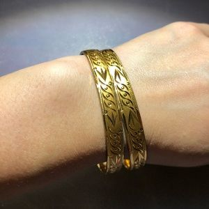 Jewelry - ✨3 for $20✨ Gold tone bangle bracelet. 2 available